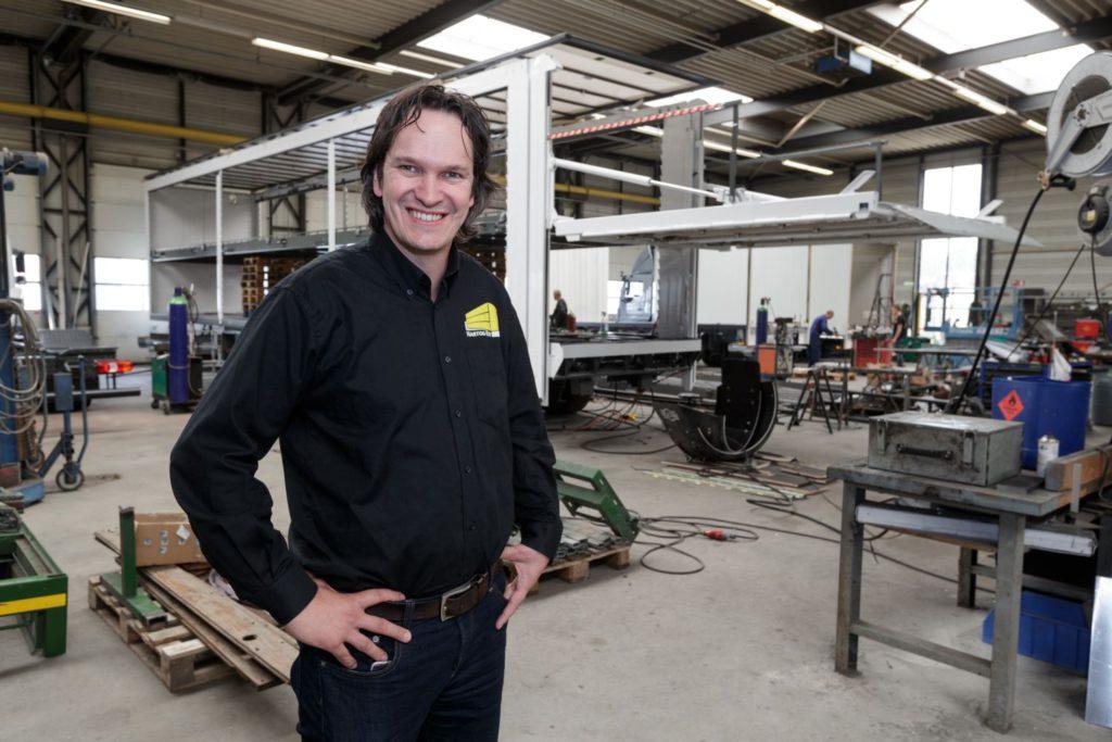 Jorrit den Hartog van Carrosseriefabriek Hartog-Est. Foto Patrick van Gemert / Zutphens Persbureau